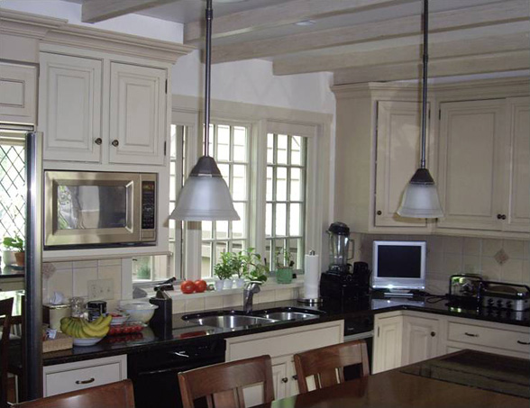 Tudor ceiling furniture placement in large u uquot x u for Modern 1920 s kitchen